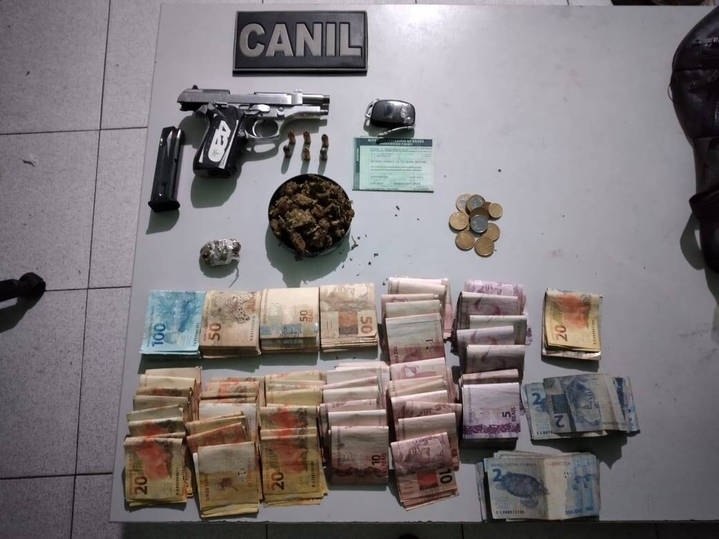 It was found that the suspect is a pistol-caliber 380 municiada, R$ 10, r $ and / or drugs.